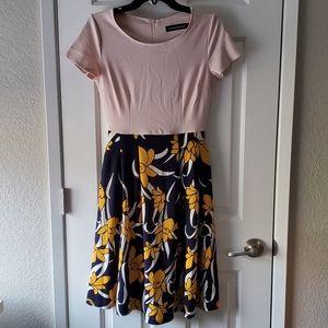Dresses & Skirts - Vintage floral swing dress